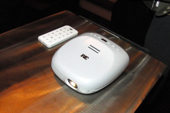 The paper pc 3m streaming projector powered by roku for Palm projector